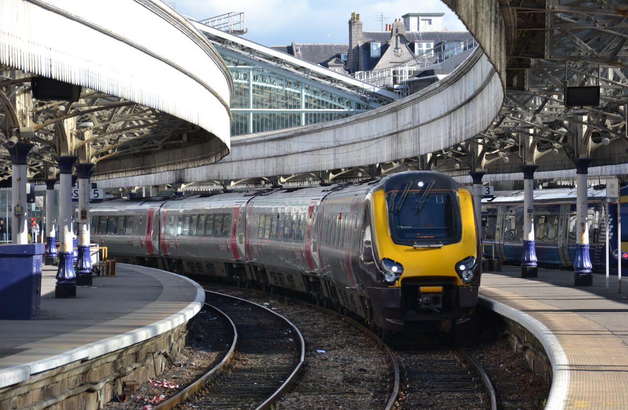 Pociąg na stacji kolejowej w Aberdeen