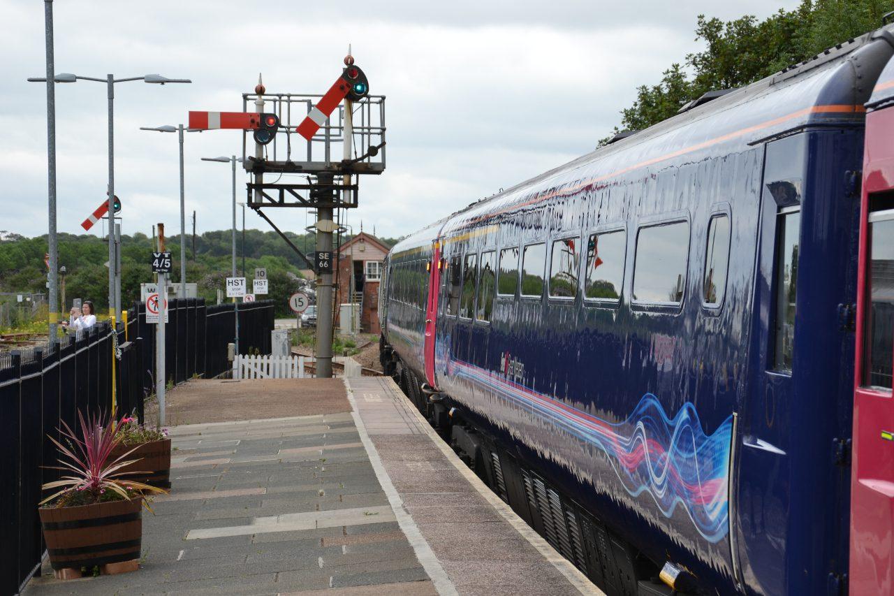 Pociąg jadący do Londynu ze stacji St Erth