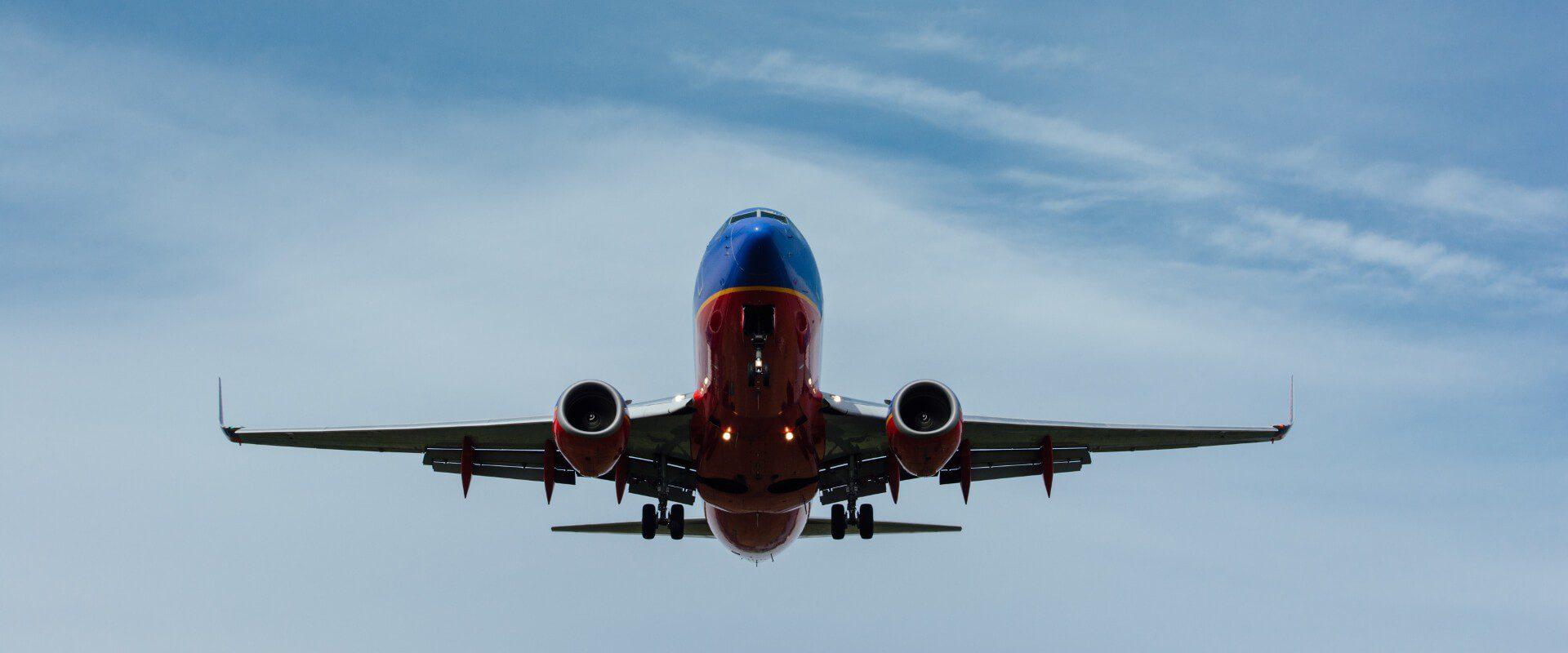 Odwołany lub opóźniony lot - co robić? Poradnik dla podróżnika