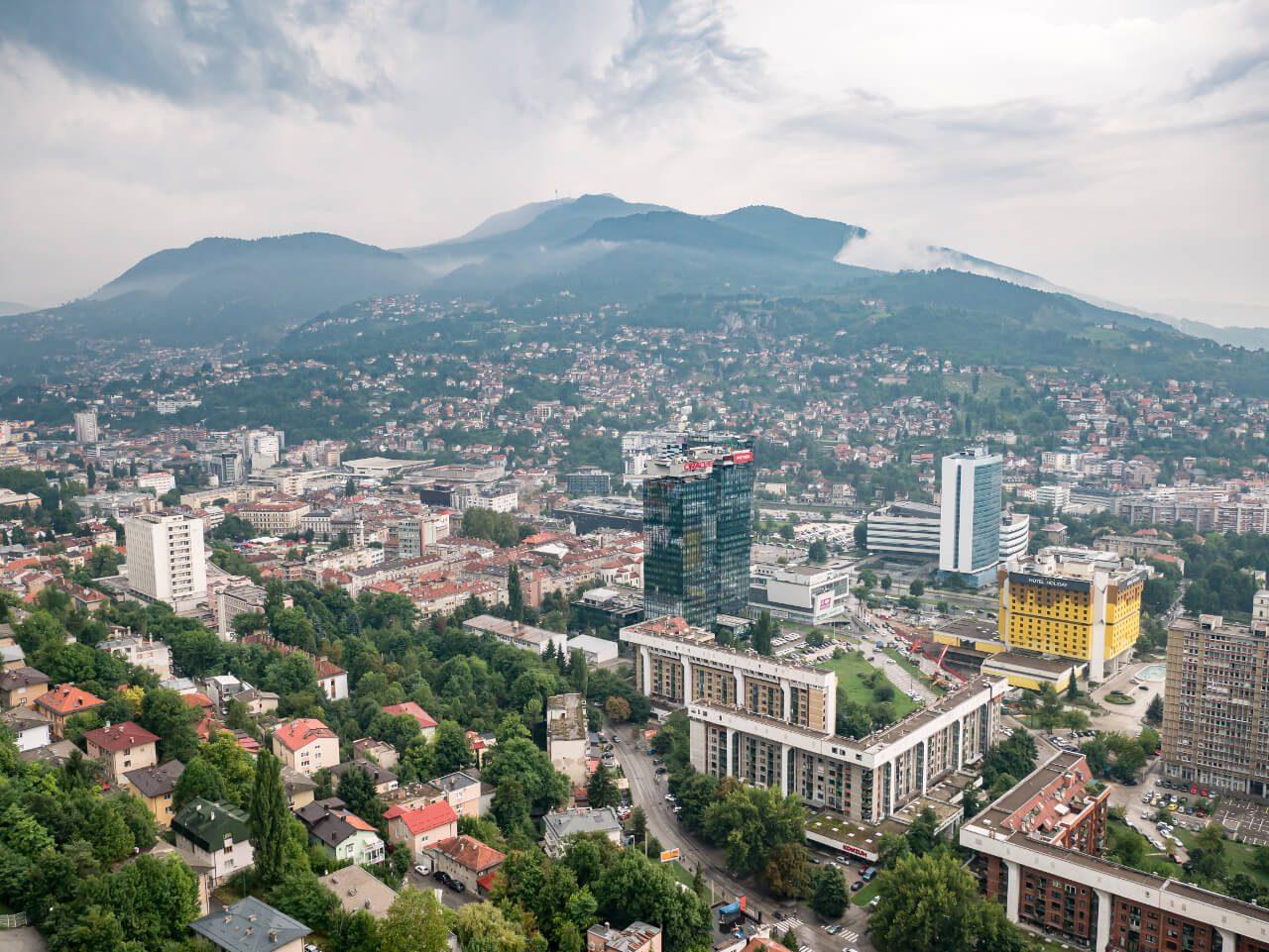 Widok na Sarajewo z budynku Avas Twist Tower