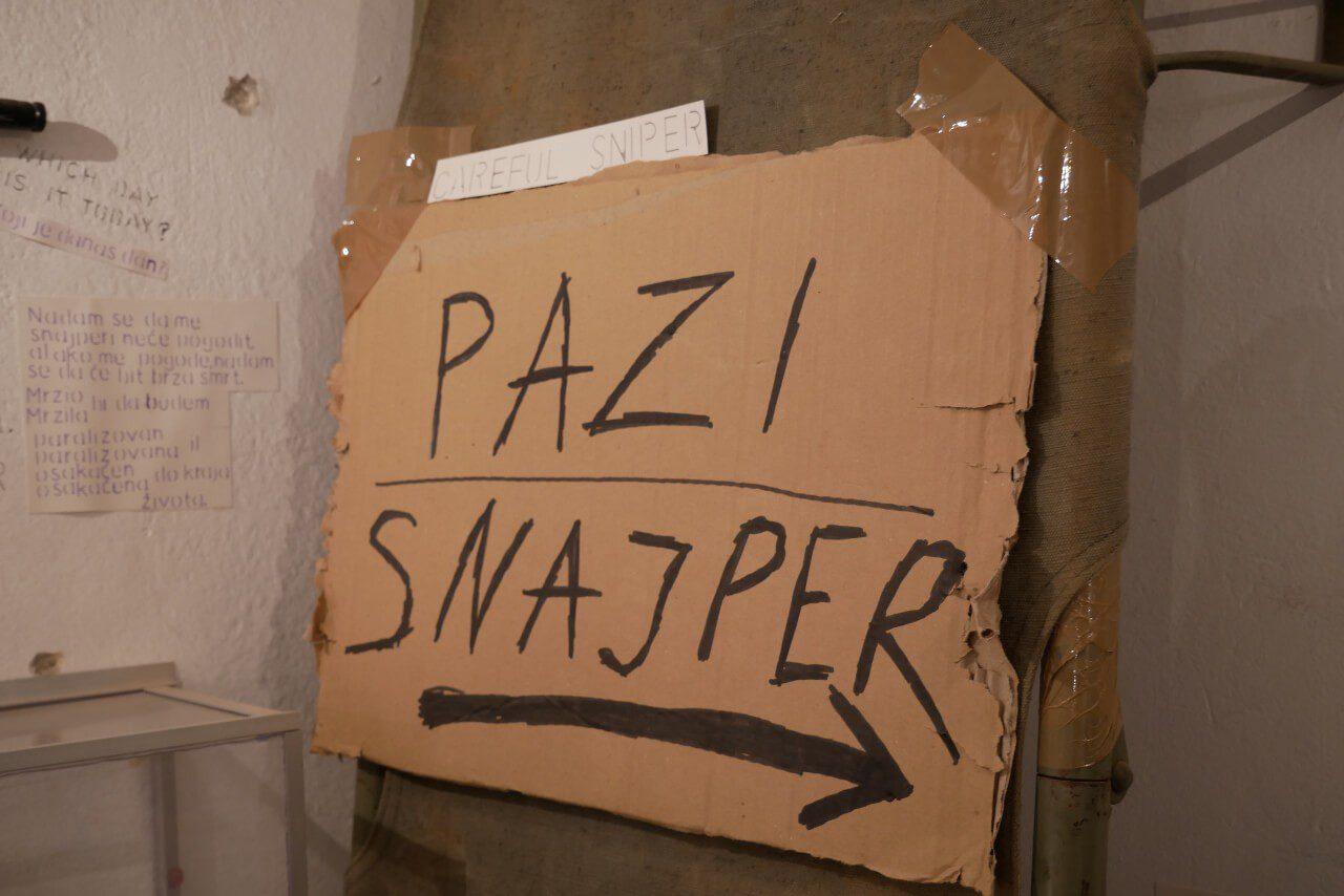 "Napis ""Pazi Snajper"" w Sarajewie"