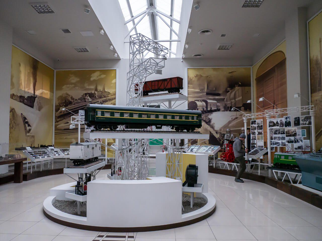 Wnętrze Muzeum Historii Kolei Południowej w Charkowie