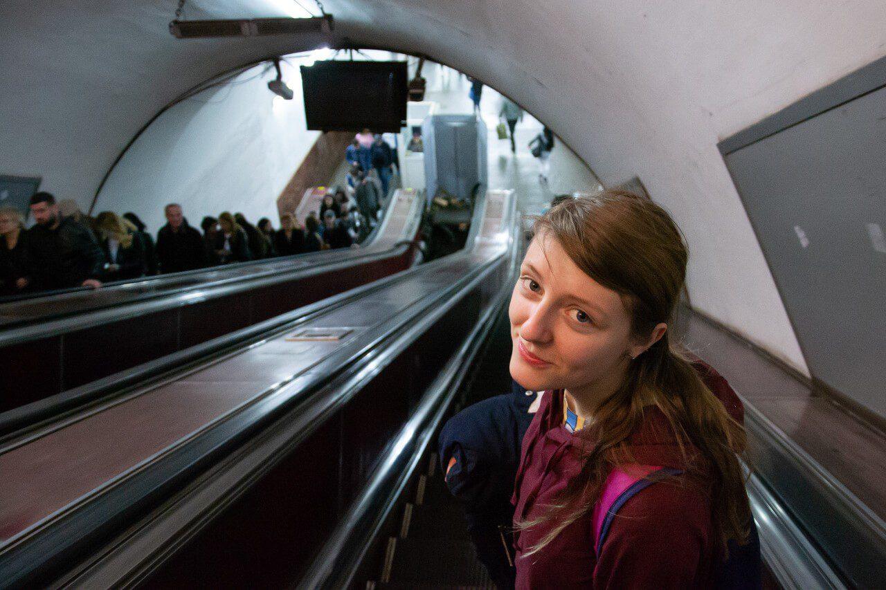 Schody ruchome i Natalia w metro w Tbilisi