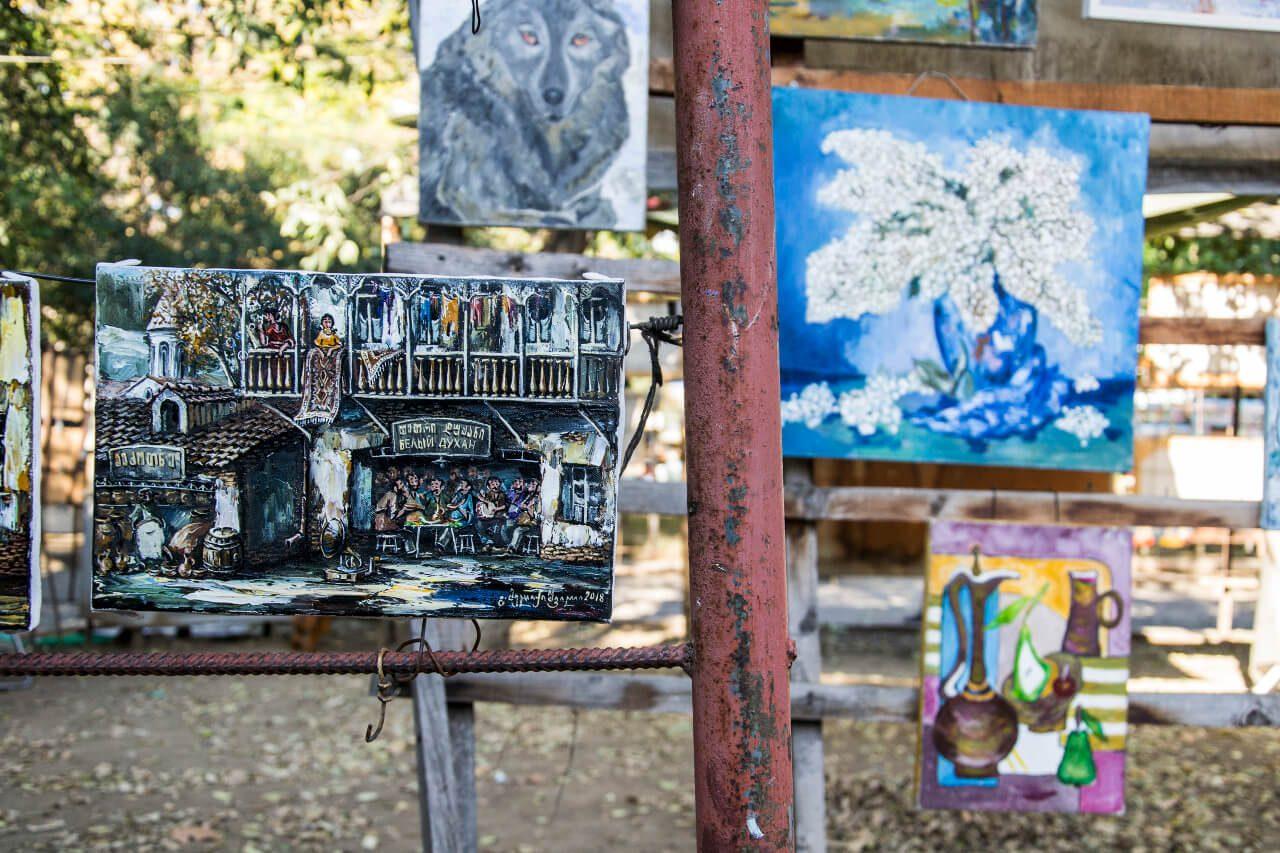 Obrazy na Suchym Moście w Tbilisi