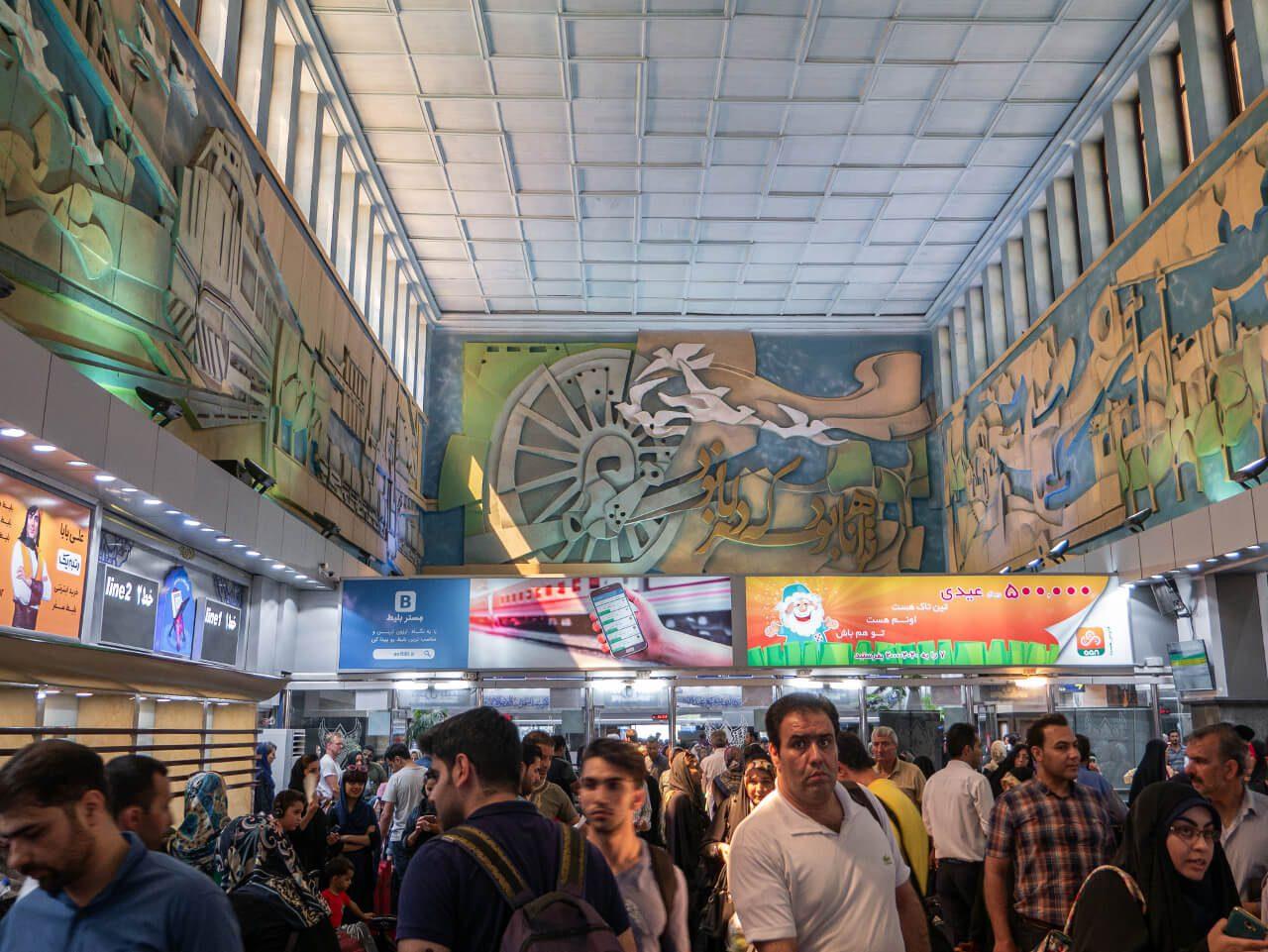 Wnętrze dworca w Teheranie
