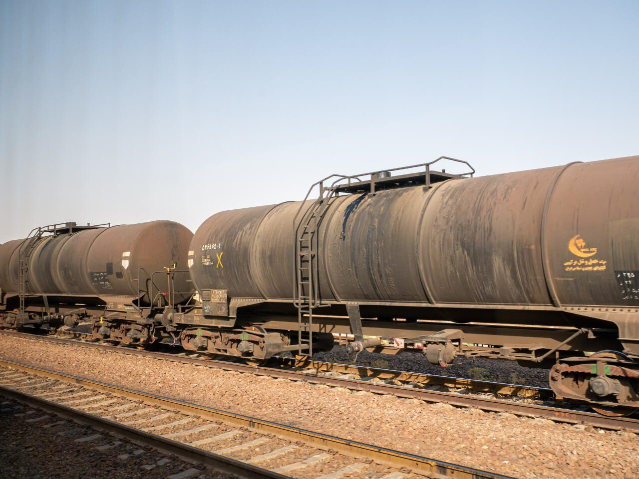 Wagony mijane po drodze do Shiraz