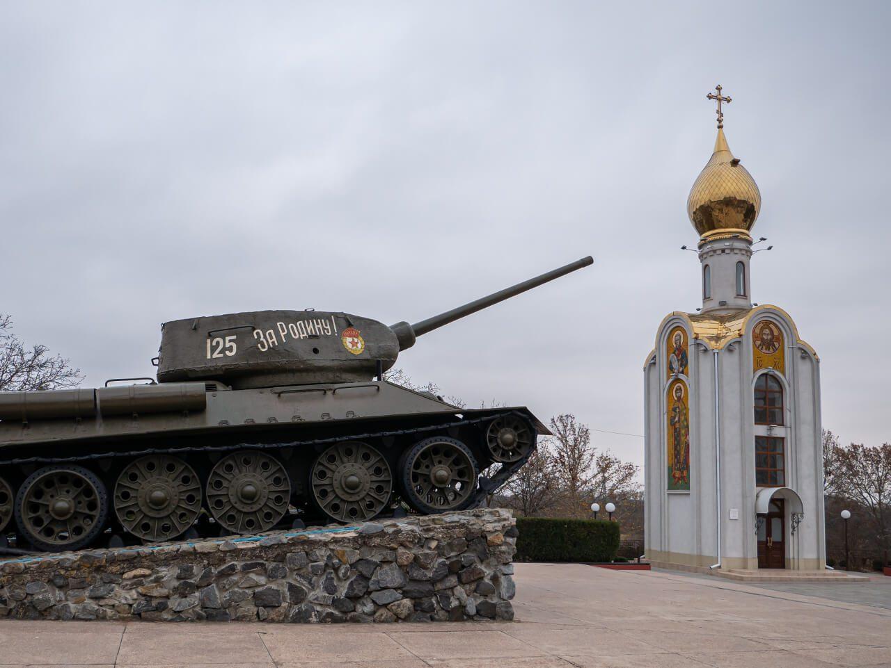 """Czołg z napisem """"Za rodinu"""" w Tyraspolu"""