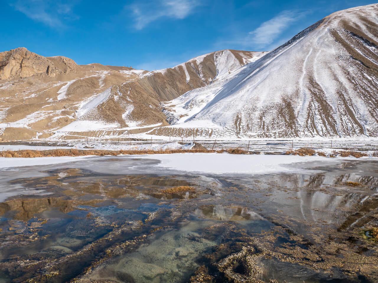 Górski staw w Azerbejdżanie