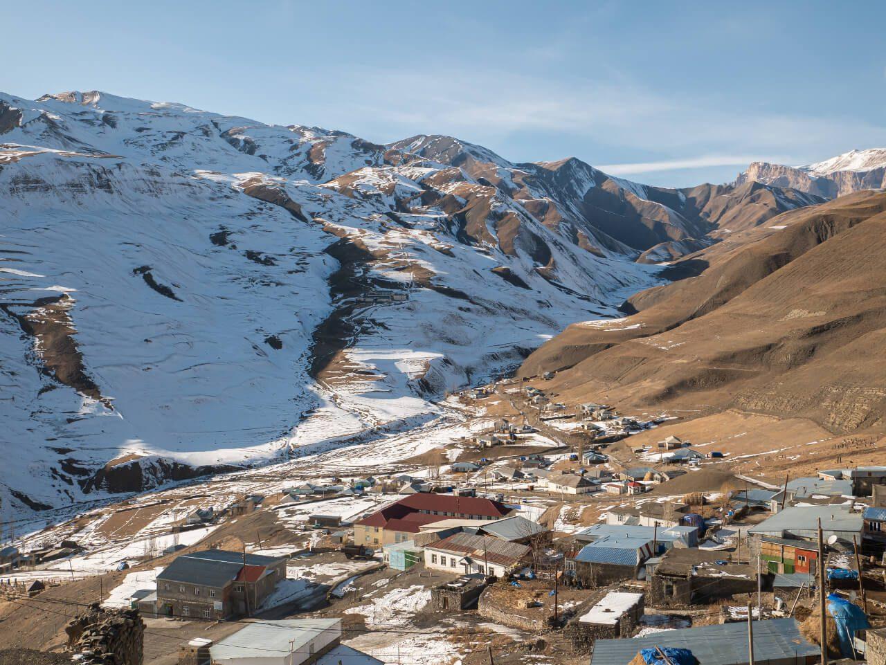 Widok na dolne Xinaliq