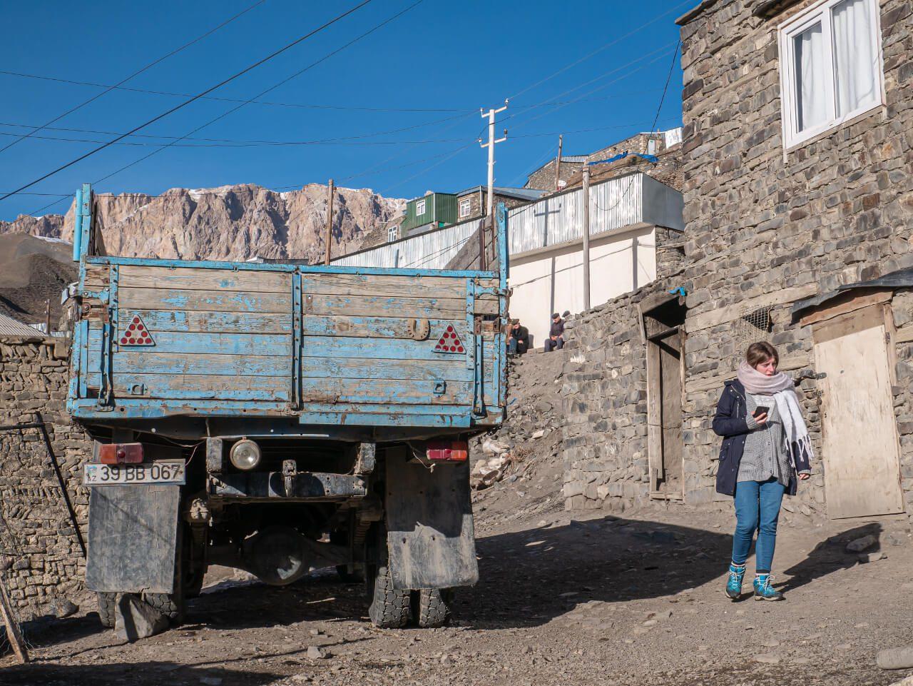 Ciężarówka w Xinaliq