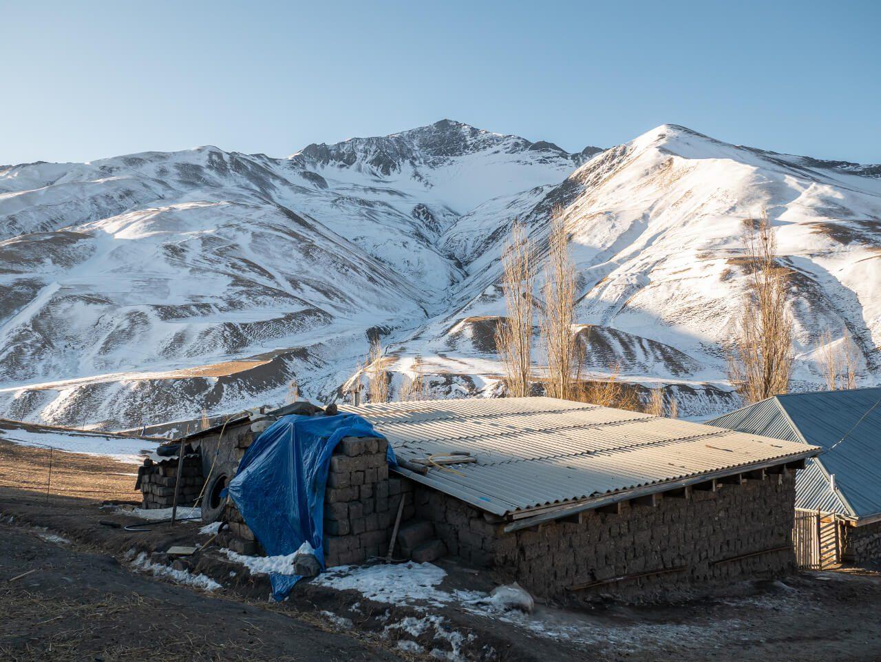 Dom i góry w Xinaliq