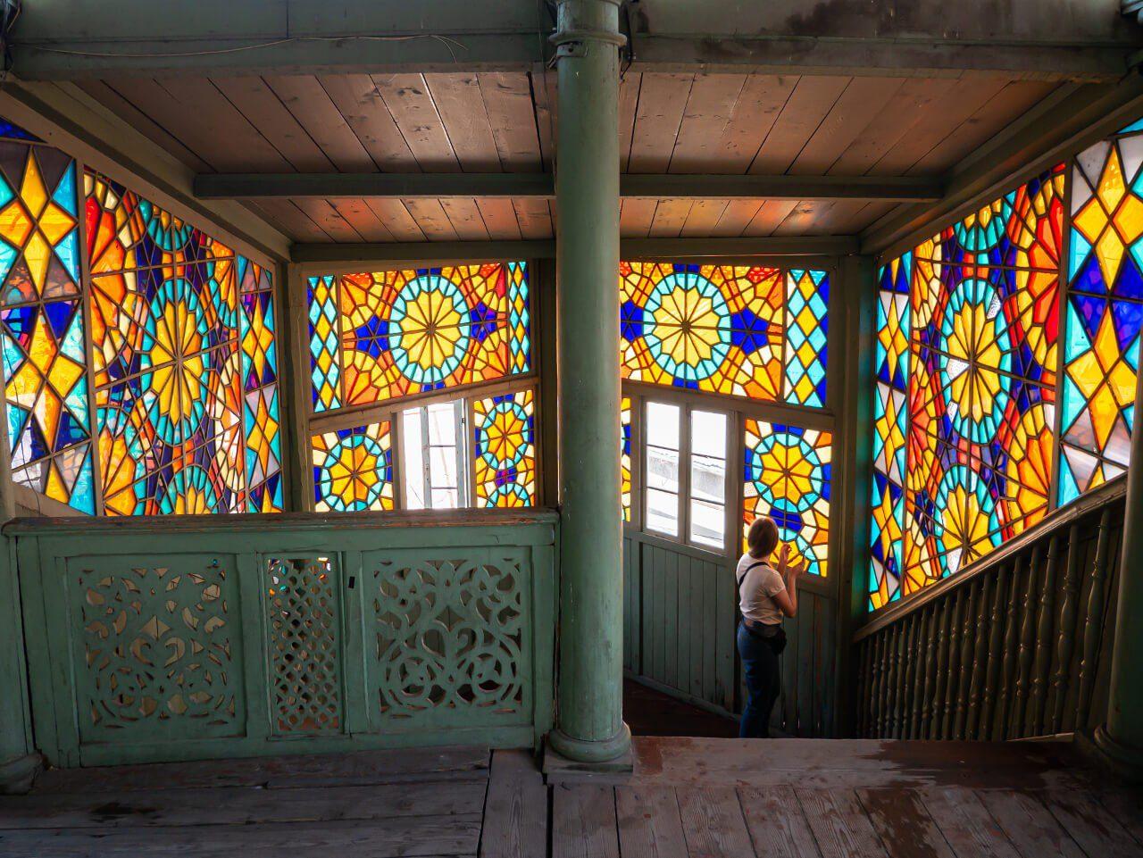 Witraże w Galerii 27 w Tbilisi