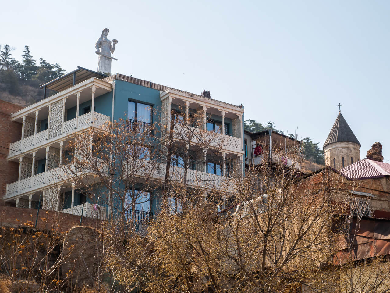 Pomnik Matka Gruzja z perspektywy dzielnicy Betlemi