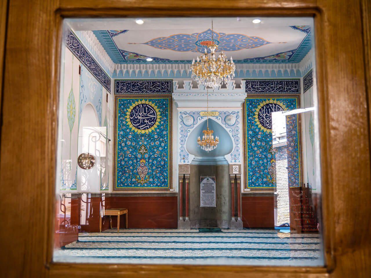 Wnętrze Meczetu Piątkowego w Tbilisi