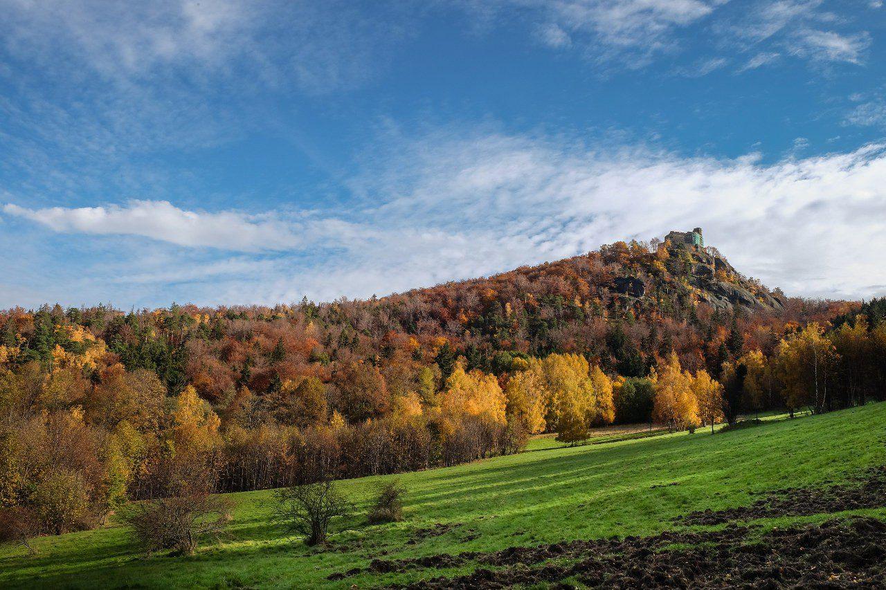 Widok na zamek Chojnik w Jeleniej Górze