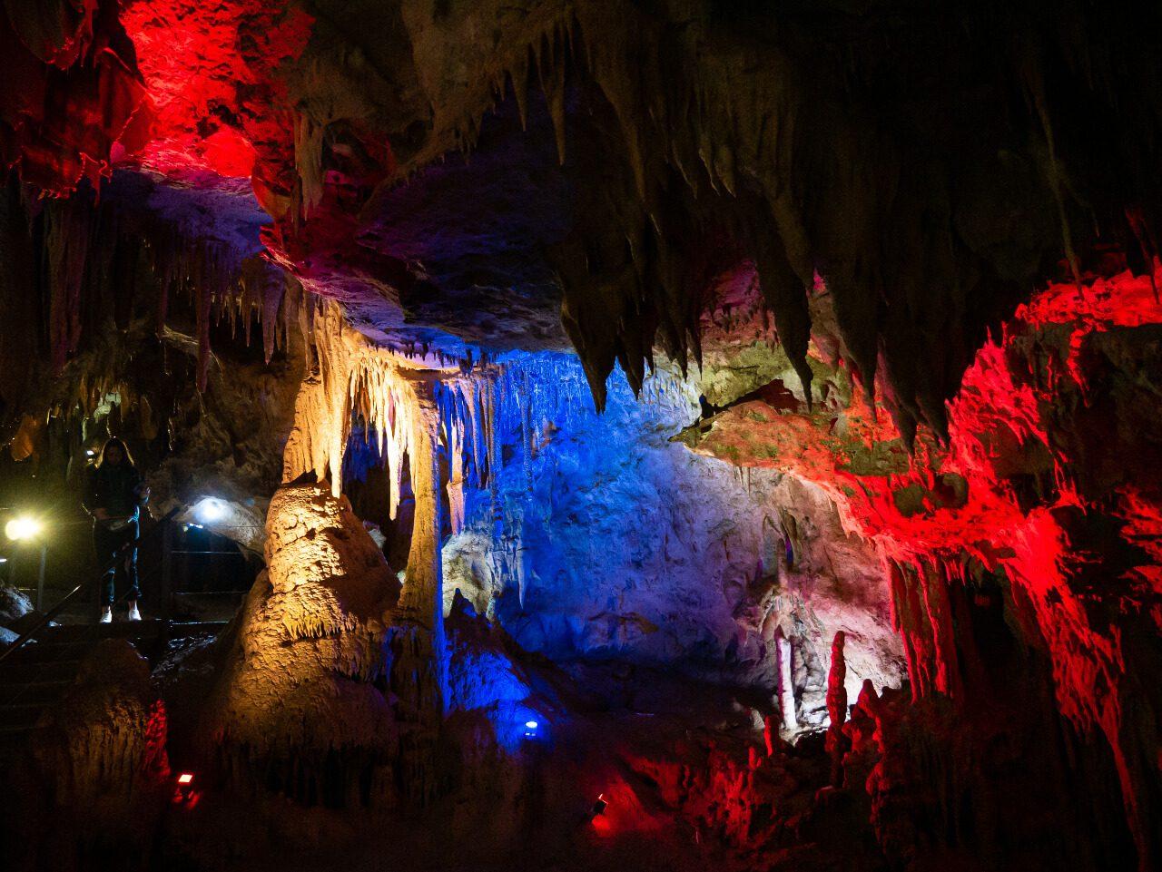 Kolorowe podświetlenie Jaskini Prometeusza