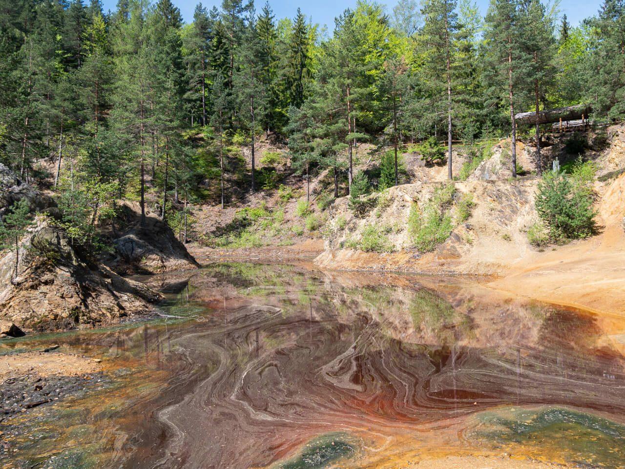 jeziorko czerwone kolorowe jeziorka rudawy janowickie dolny śląsk