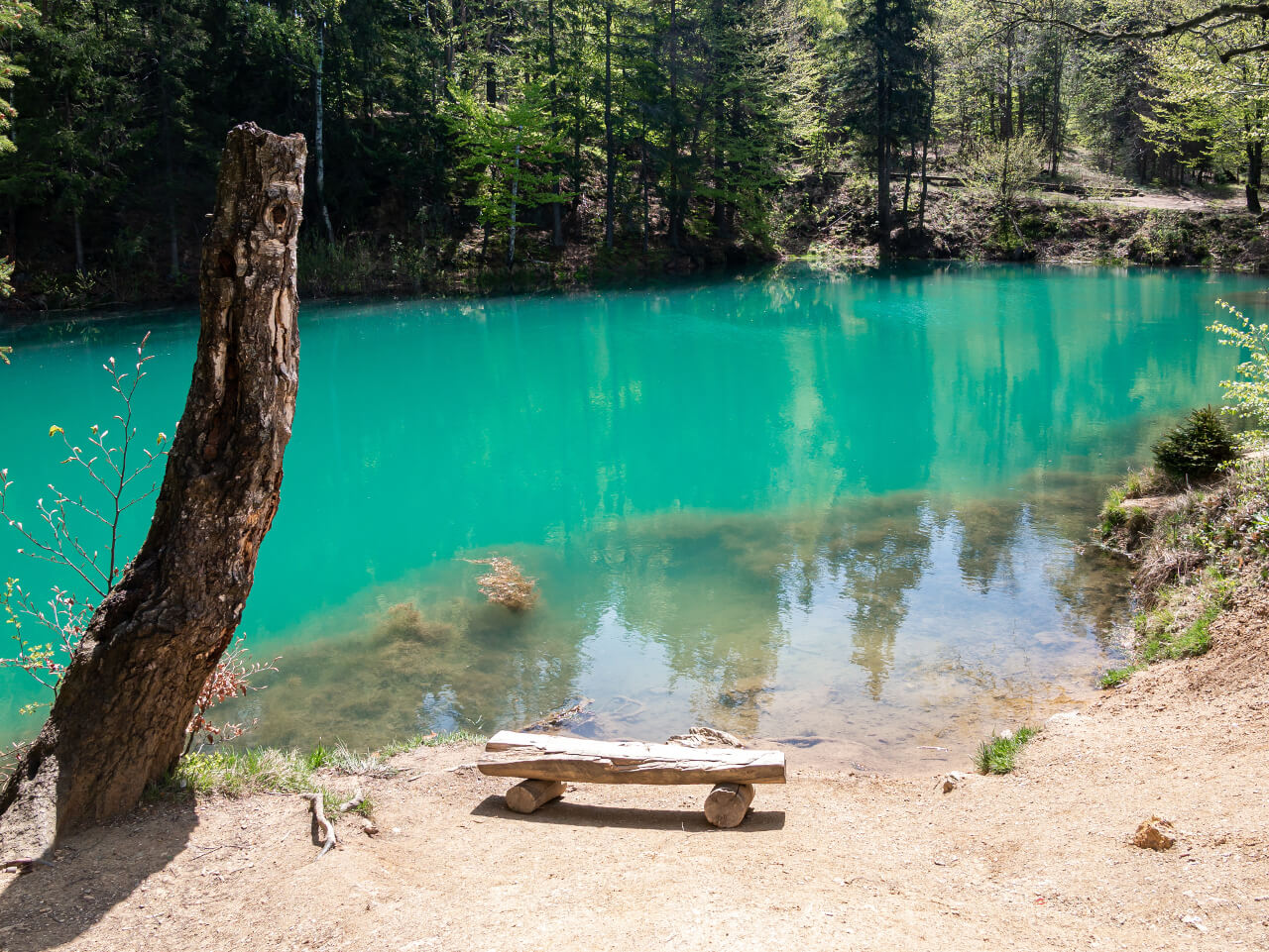 ławka błękitne jeziorko rudawy janowickie kolorowe jeziorka