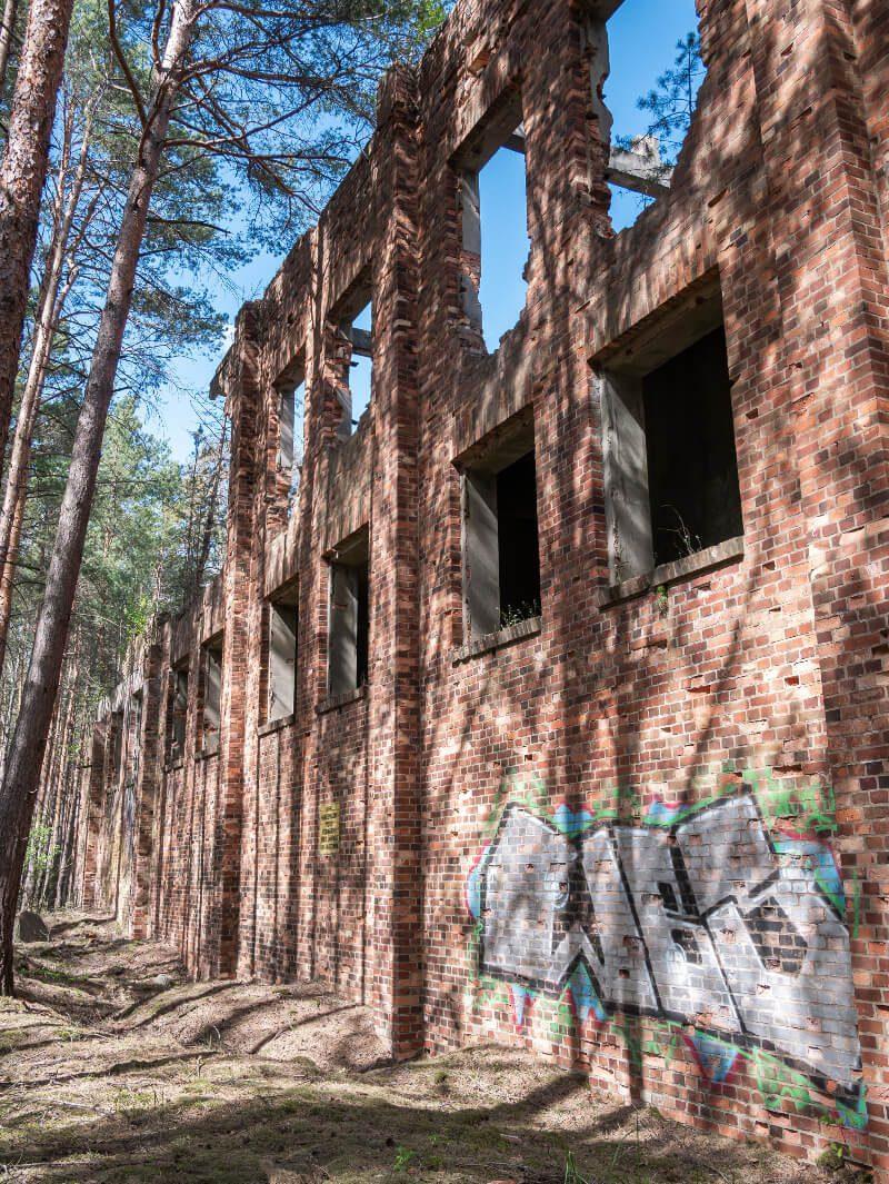 Ruiny budynku z fabryki DAG Christianstadt Krzystkowice