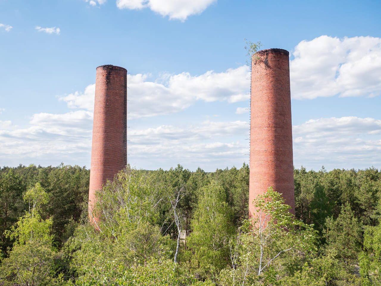 Dwa kominy elektrociepłownia DAG