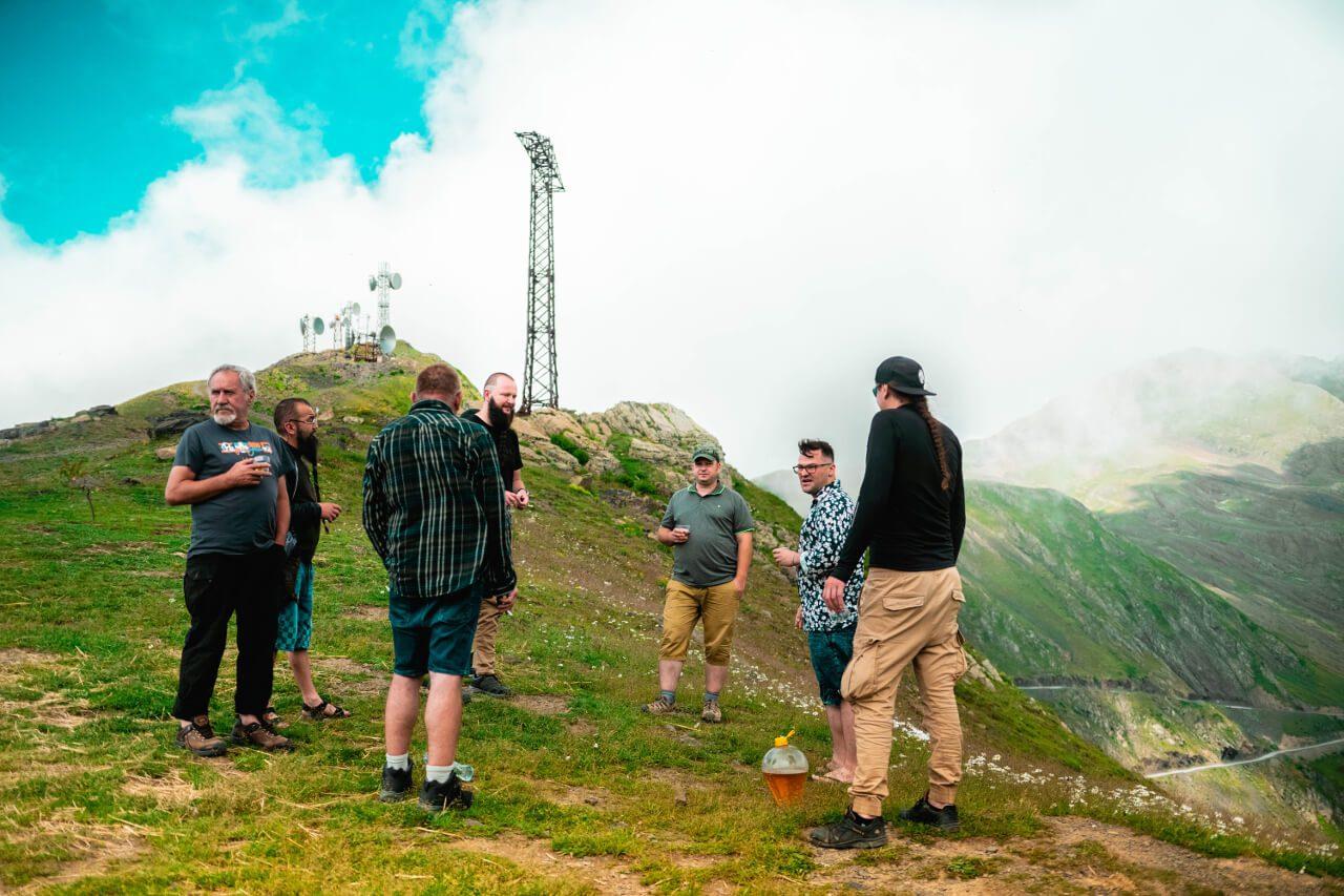 Grupa turystów w Gruzji