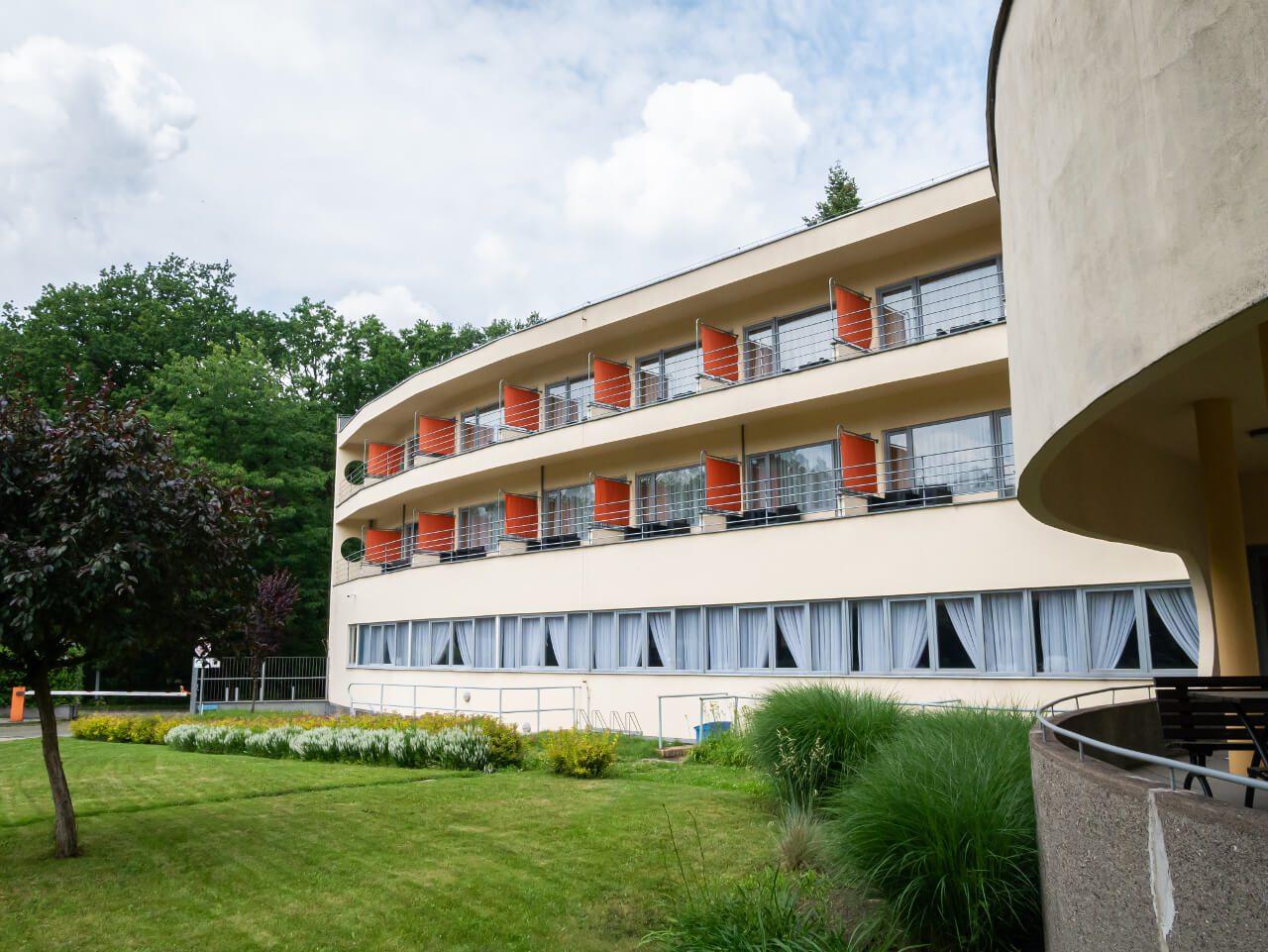 dom hotelowy wuwa wrocław fasada