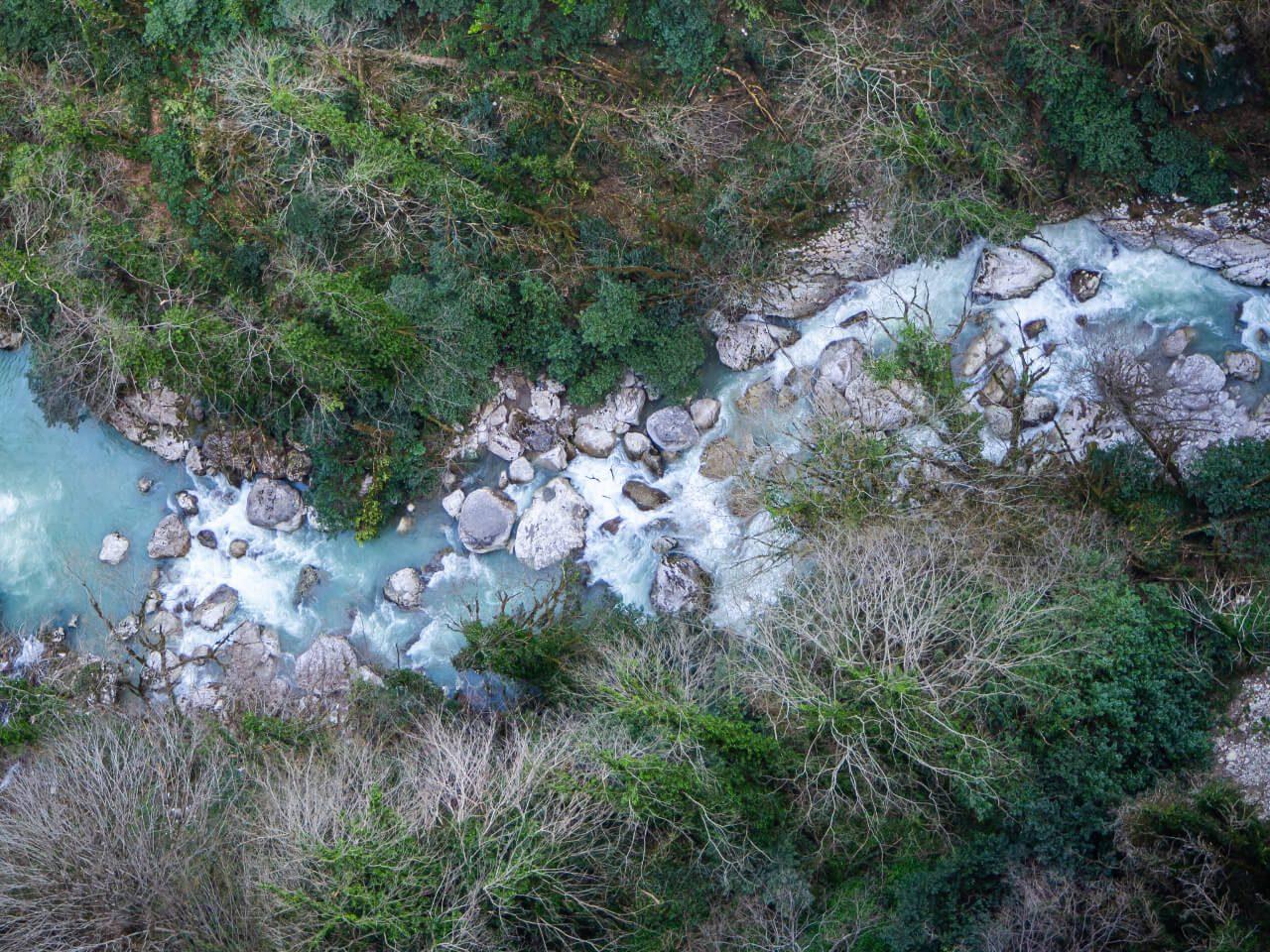 widok na rzekę okatse z kanionu okatse
