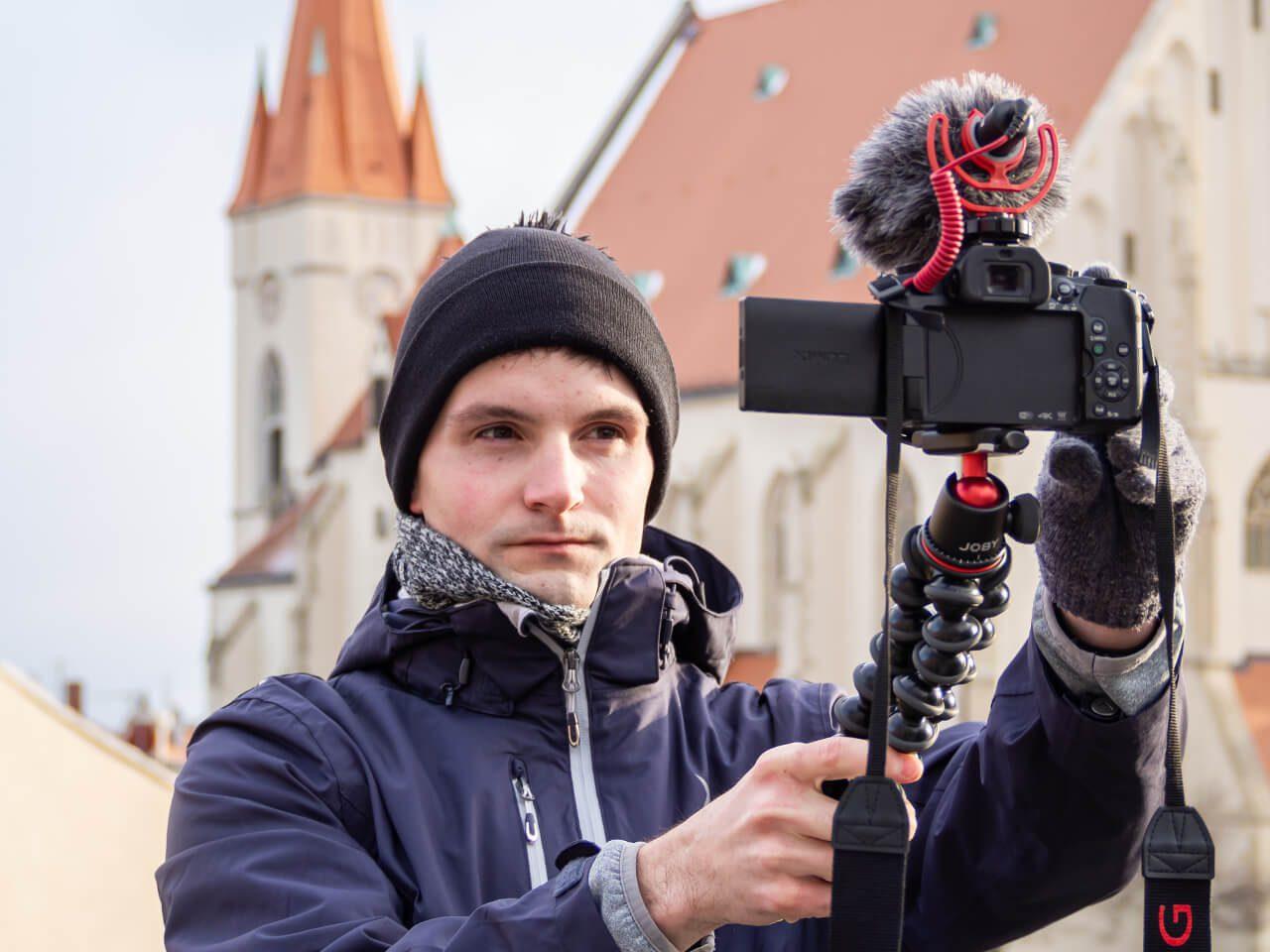Bartek z kamerą mikrofon