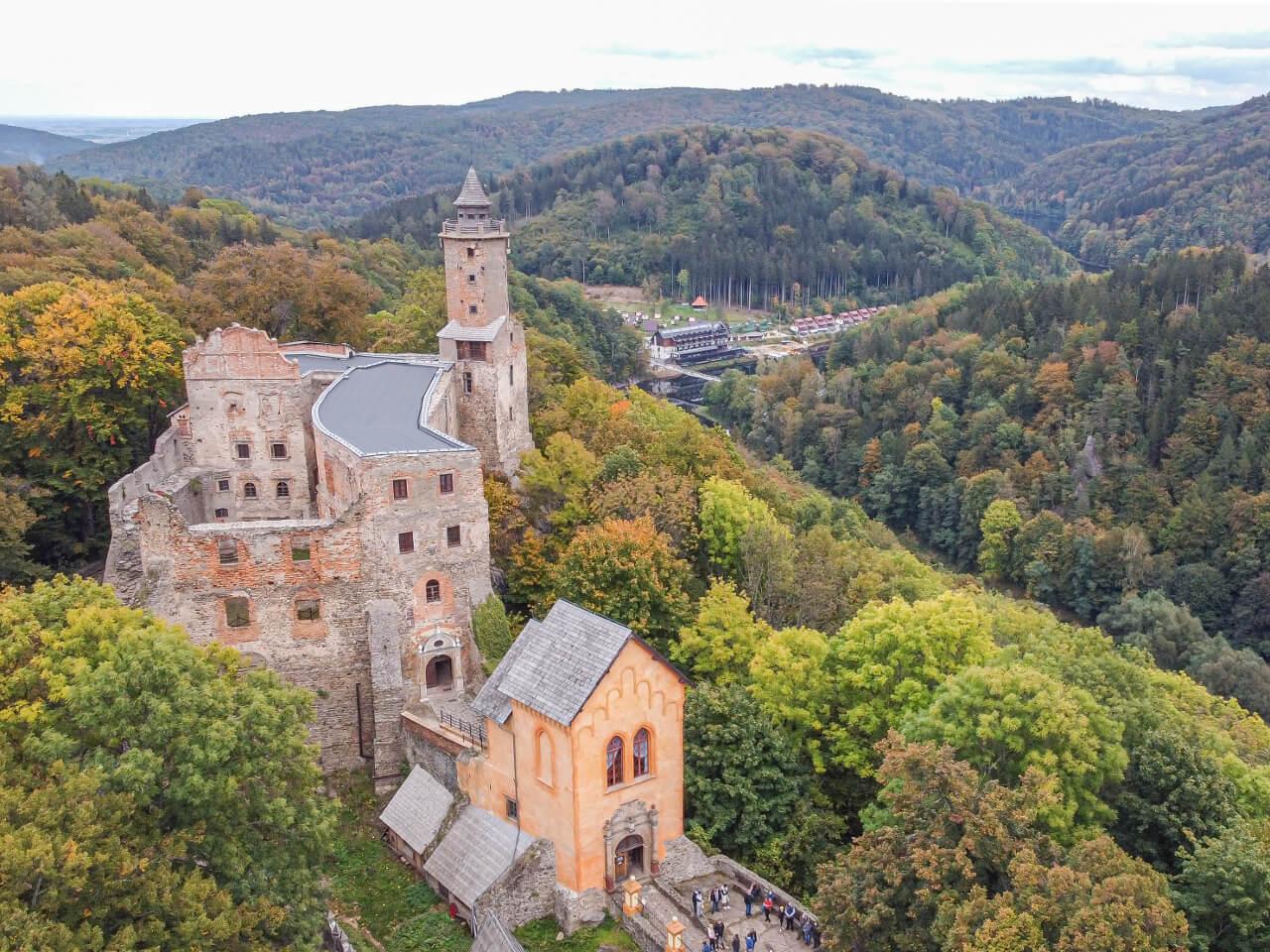 Zamek Grodno i Jezioro Bystrzyckie Zagórze Śląskie