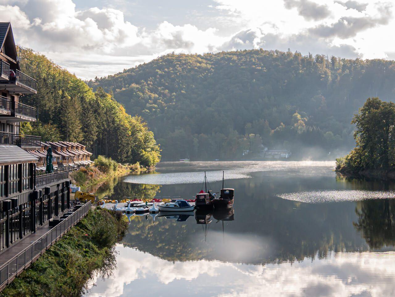 Widok jezioro bystrzyckie zagórze śląskie