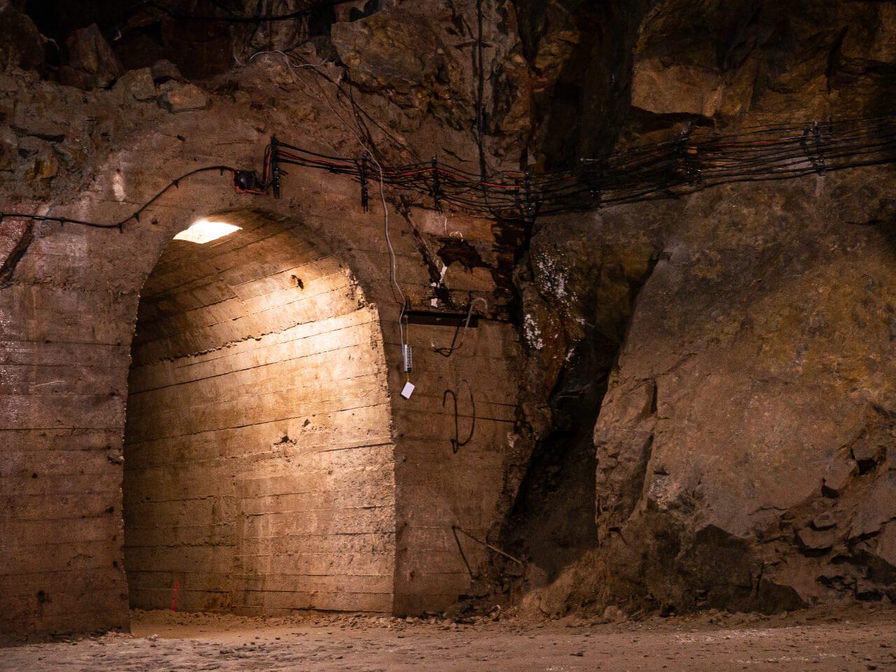 Korytarz podziemie Książ kompleks Riese