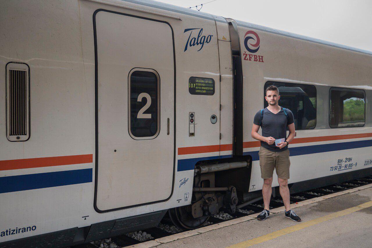 Tanie podróżowanie pociąg transport publiczny Bartek