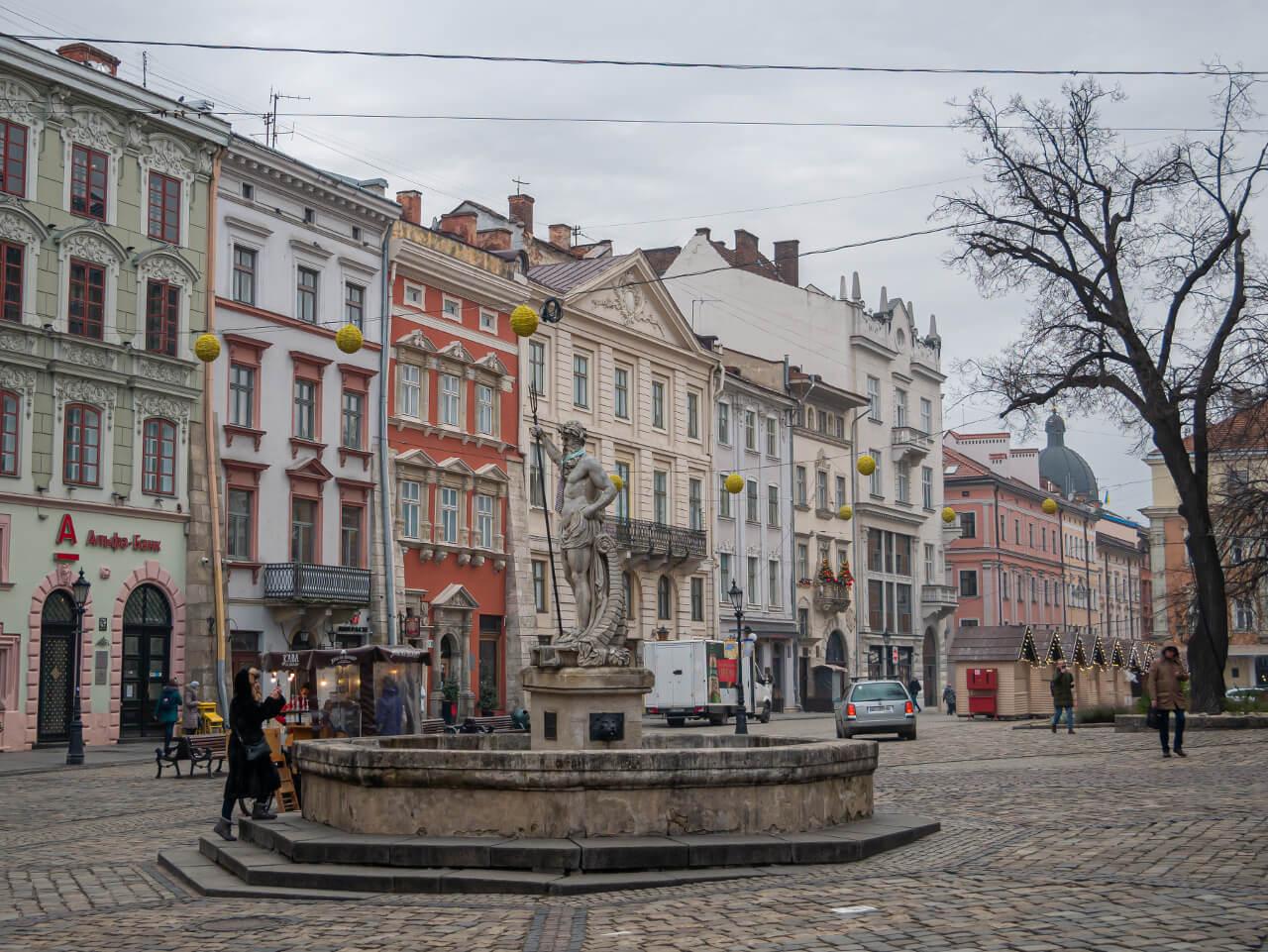 Kamienice Rynek UNESCO Lwów blog podróżniczy