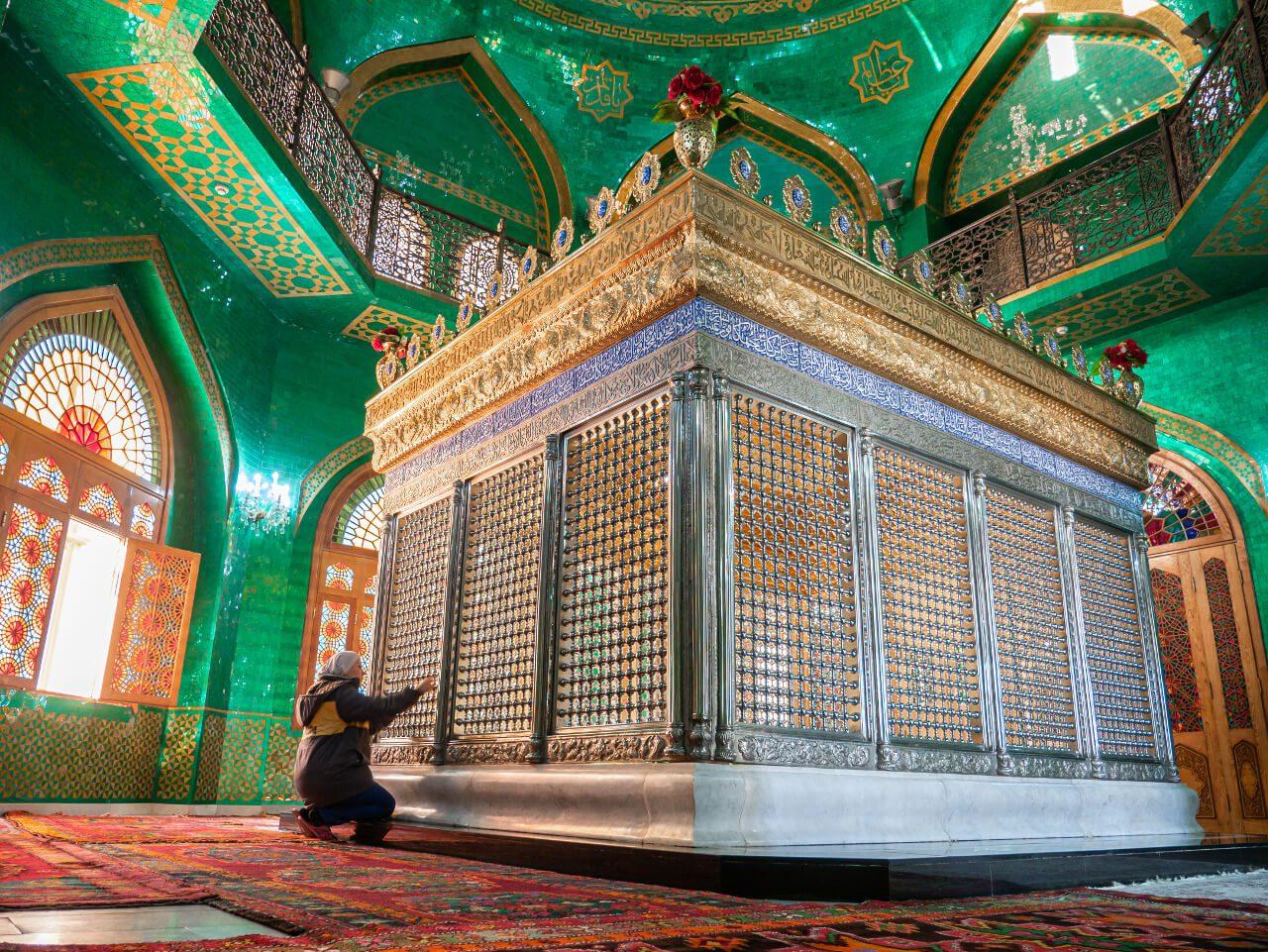 Wnętrze Meczet Bibi Heybat Baku