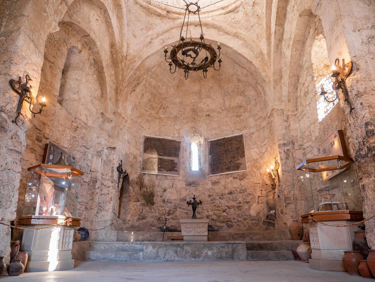Kościół Albański wnętrze Azerbejdżan Kish