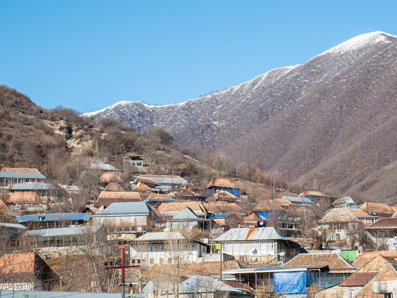 Kish Azerbejdżan widok na góry blog podróżniczy