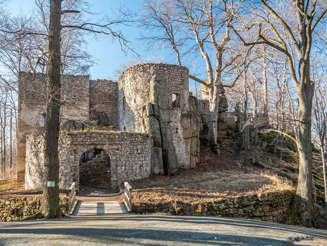 ruiny zamek Bolczów Rudawy Janowickie Janowice Wielkie