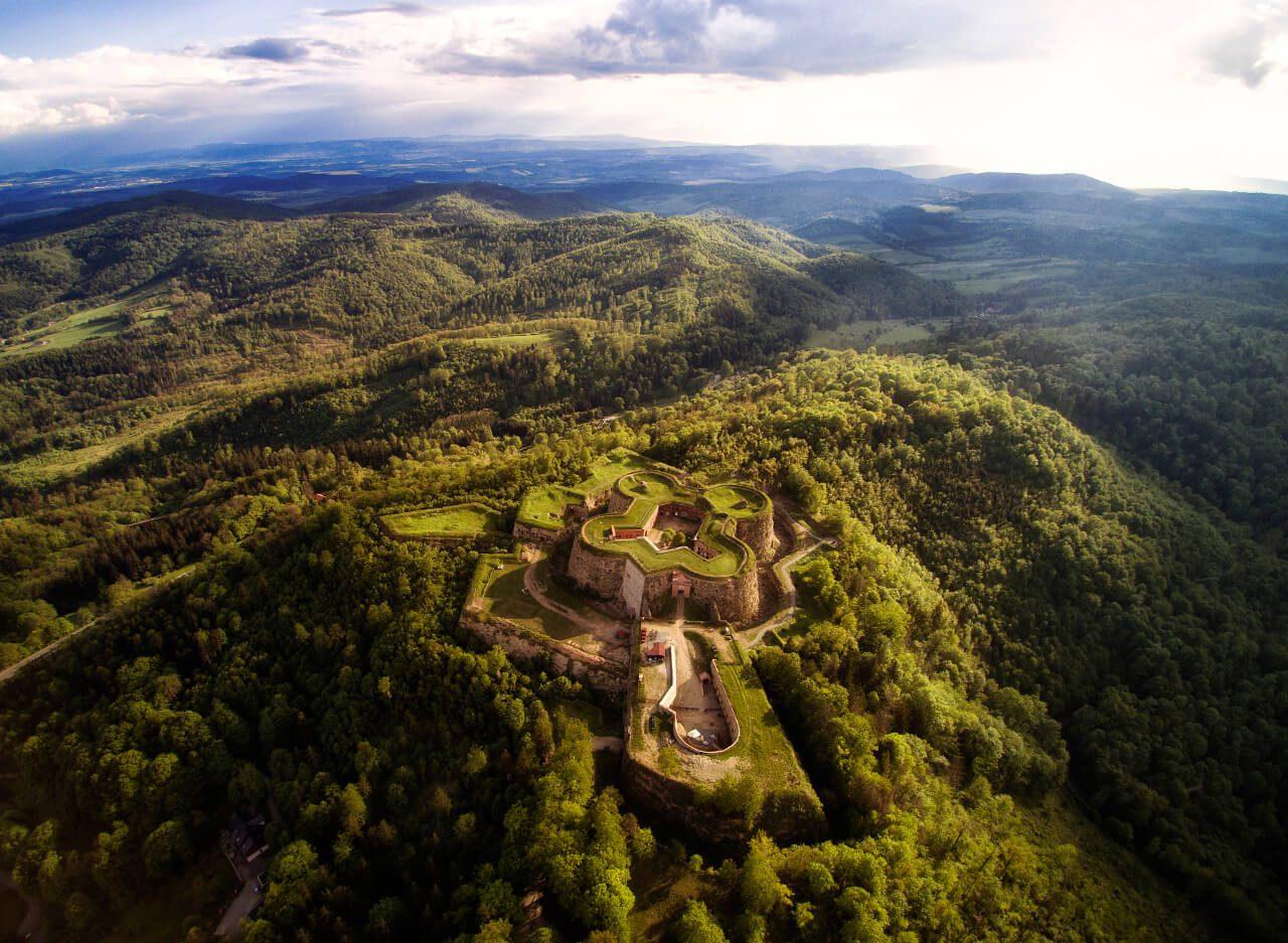 Twierdza Srebrna góra z lotu ptaka