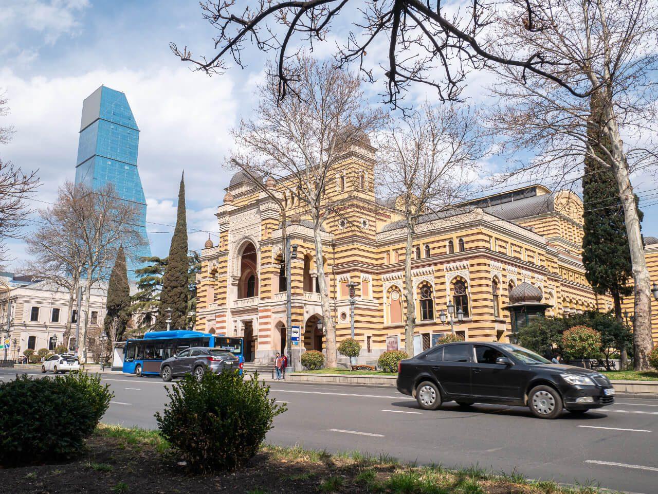 Podróż do Gruzji na własną rękę ulica Tbilisi