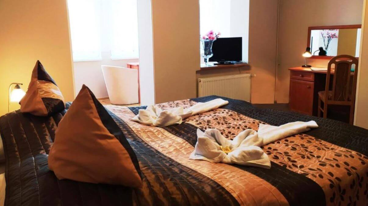 Świeradów Zdrój gdzie spać noclegi Hotel Restauracja Kwisa 1