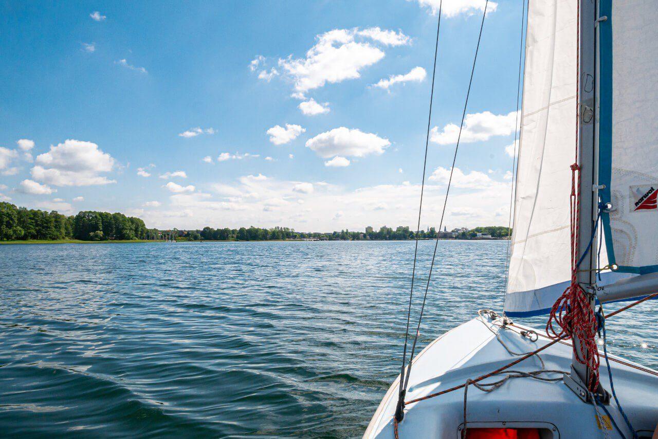 Rejs żaglówka jezioro Ukiel