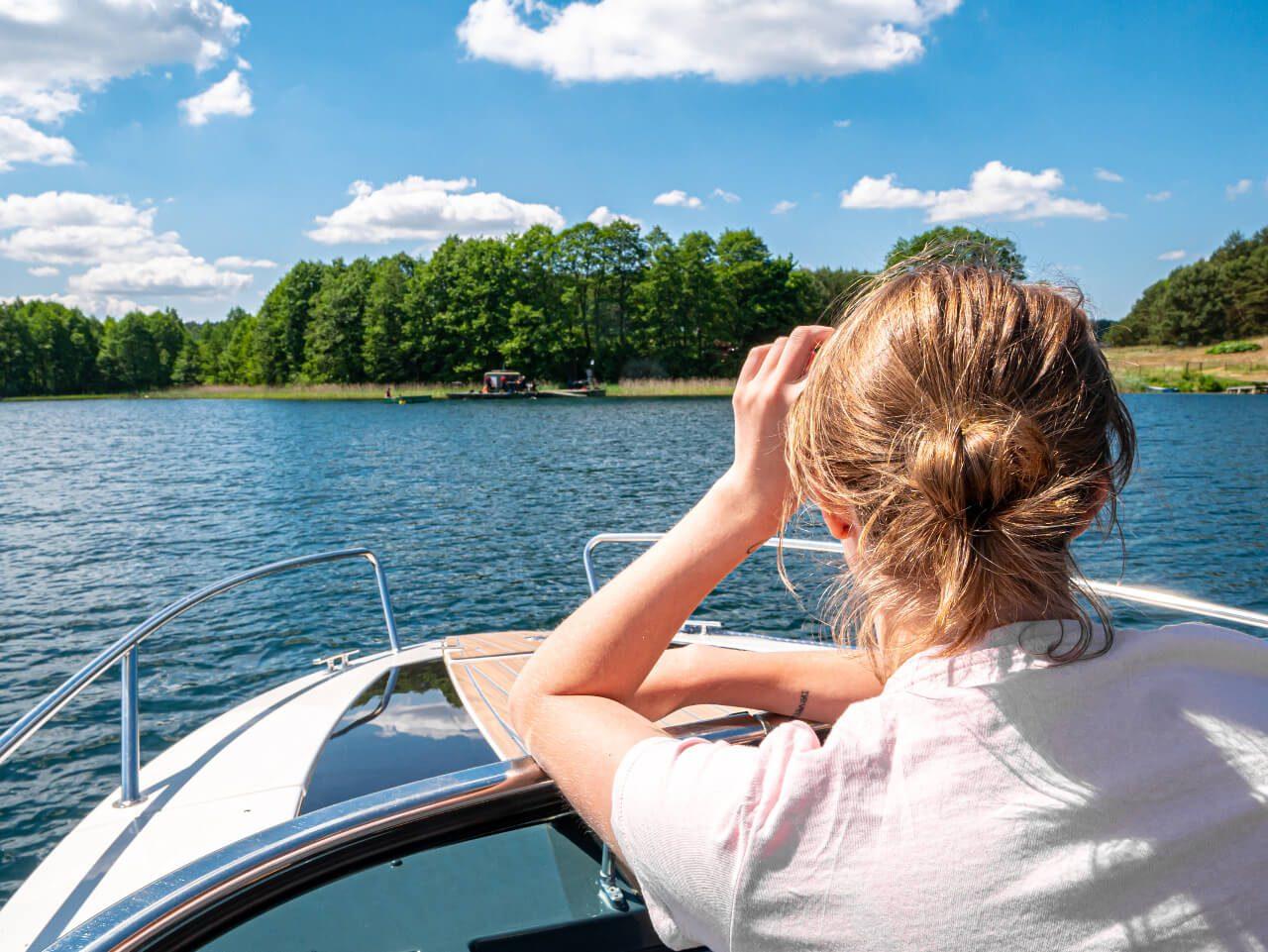 Jezioro Ukiel Olsztyn motorówka aktywny wypoczynek