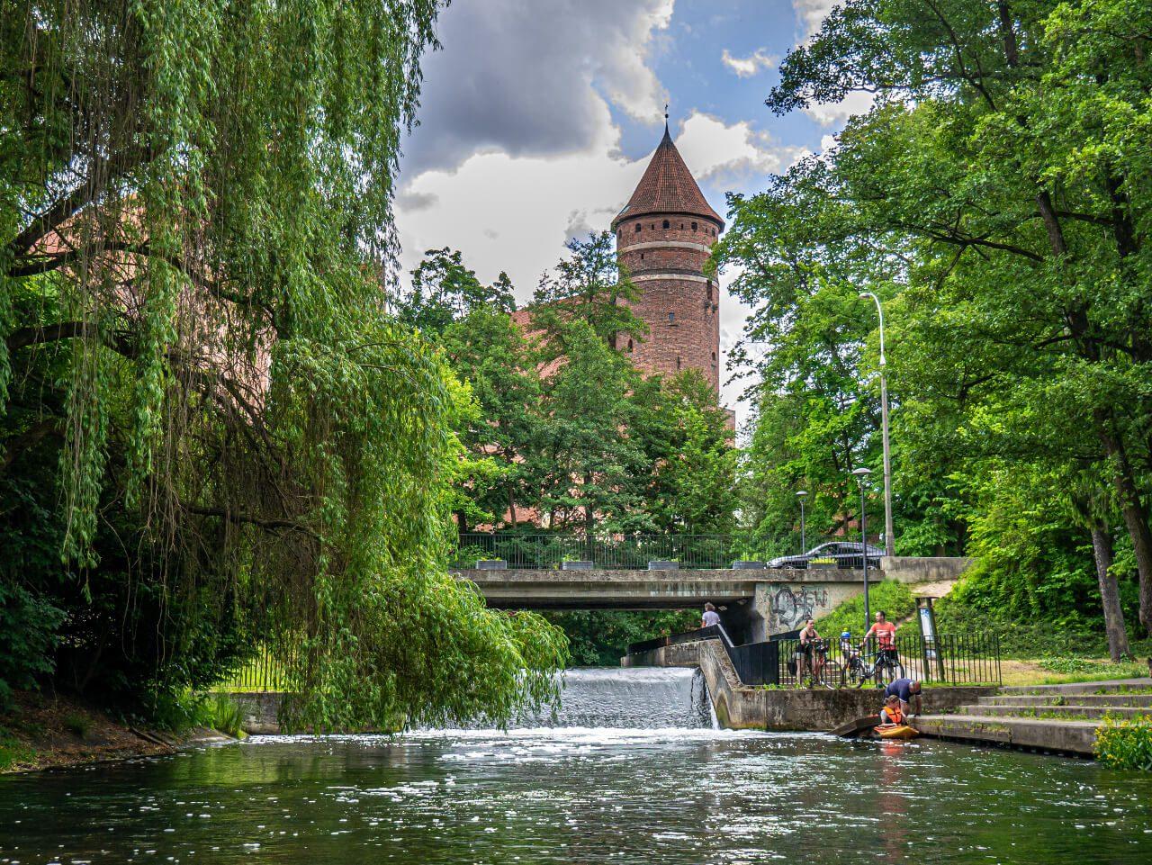Park Podzamcze Olsztyn Łyna zamek