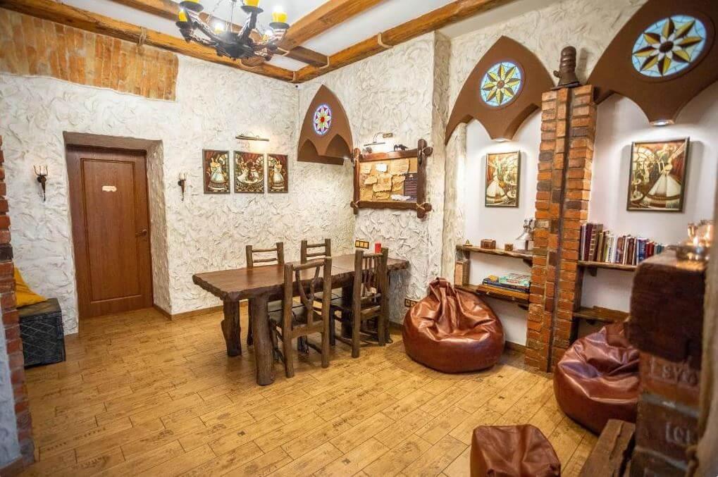 Lwów gdzie spać noclegi GHOSTel - Medieval Hostel