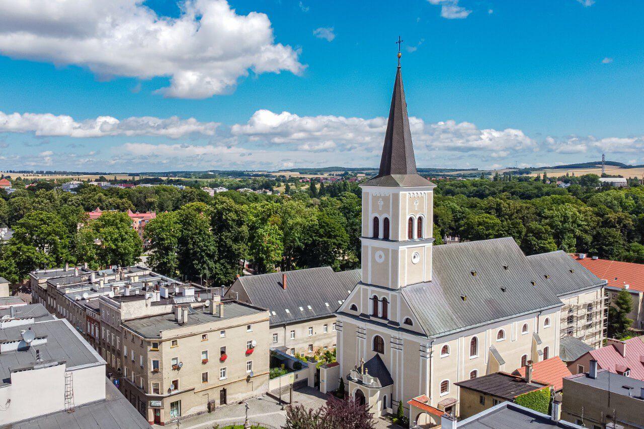 Kościół podwyższenia krzyża świętego Ząbkowice Śląskie co warto zobaczyć