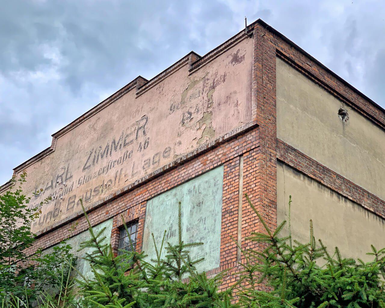 poniemieckie napisy na Dolnym Śląsku0 dawna hurtownia materiałów budowlanych ciekawa architektura Nowa Ruda5