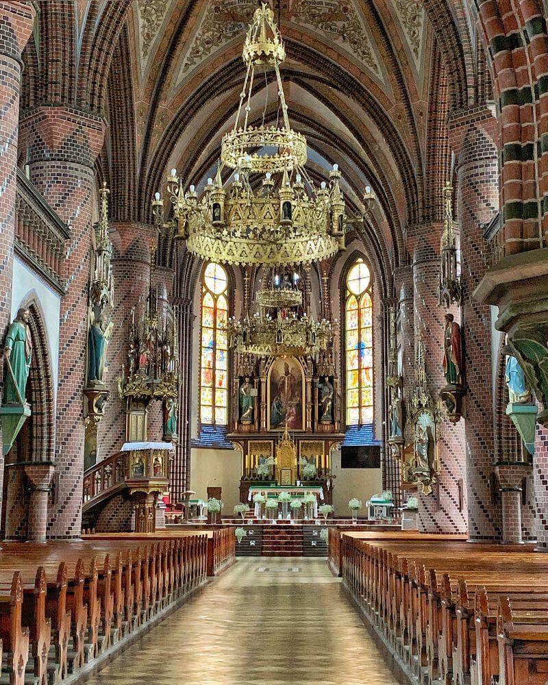 Kościół świętego Mikołaja Nowa Ruda2 bogate wnętrze 7 ołtarzy stare organy ciekawe miejsca sakralne
