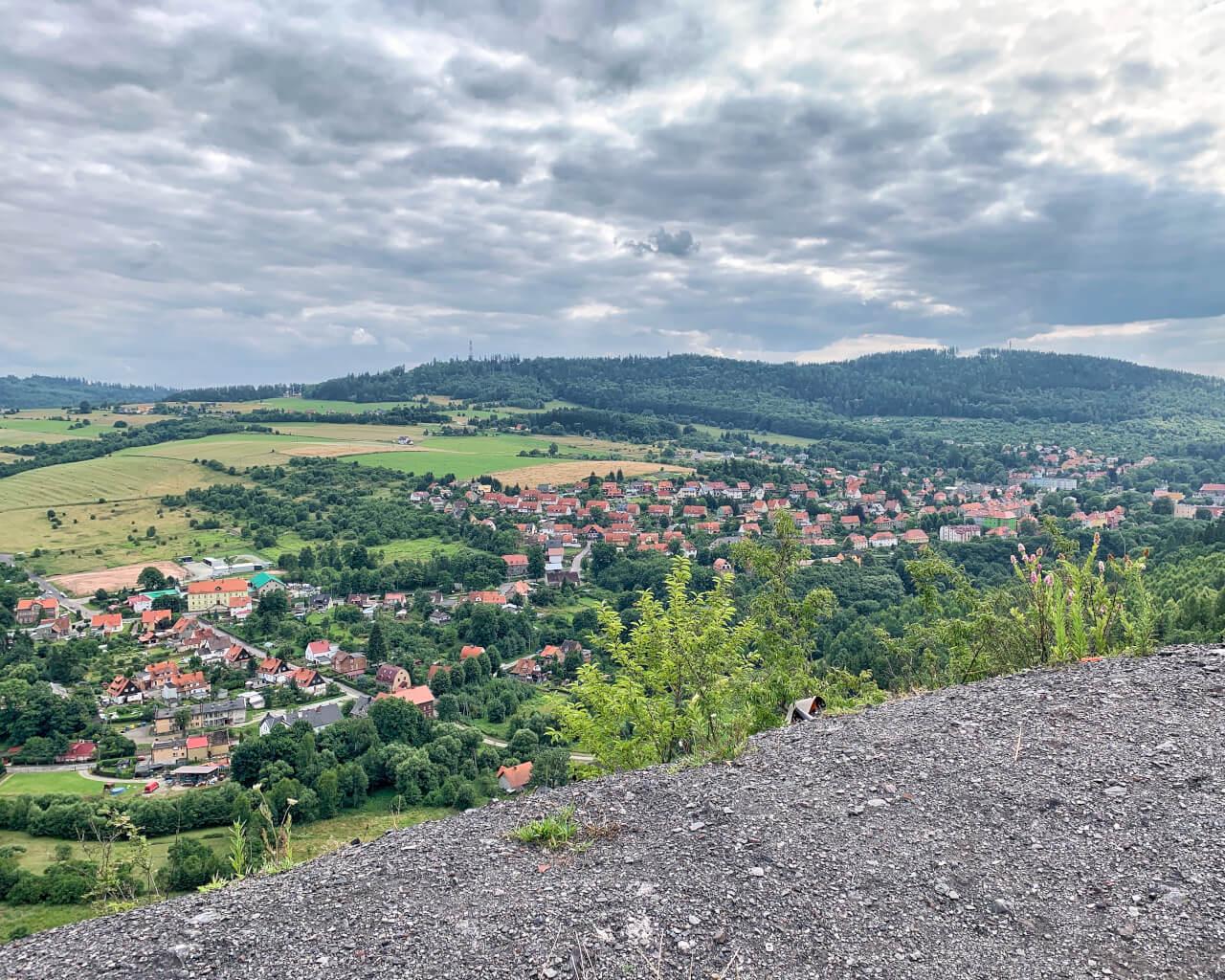 Hałda KWK Nowa Ruda5 widok na miasto panorama Góry Sowie2