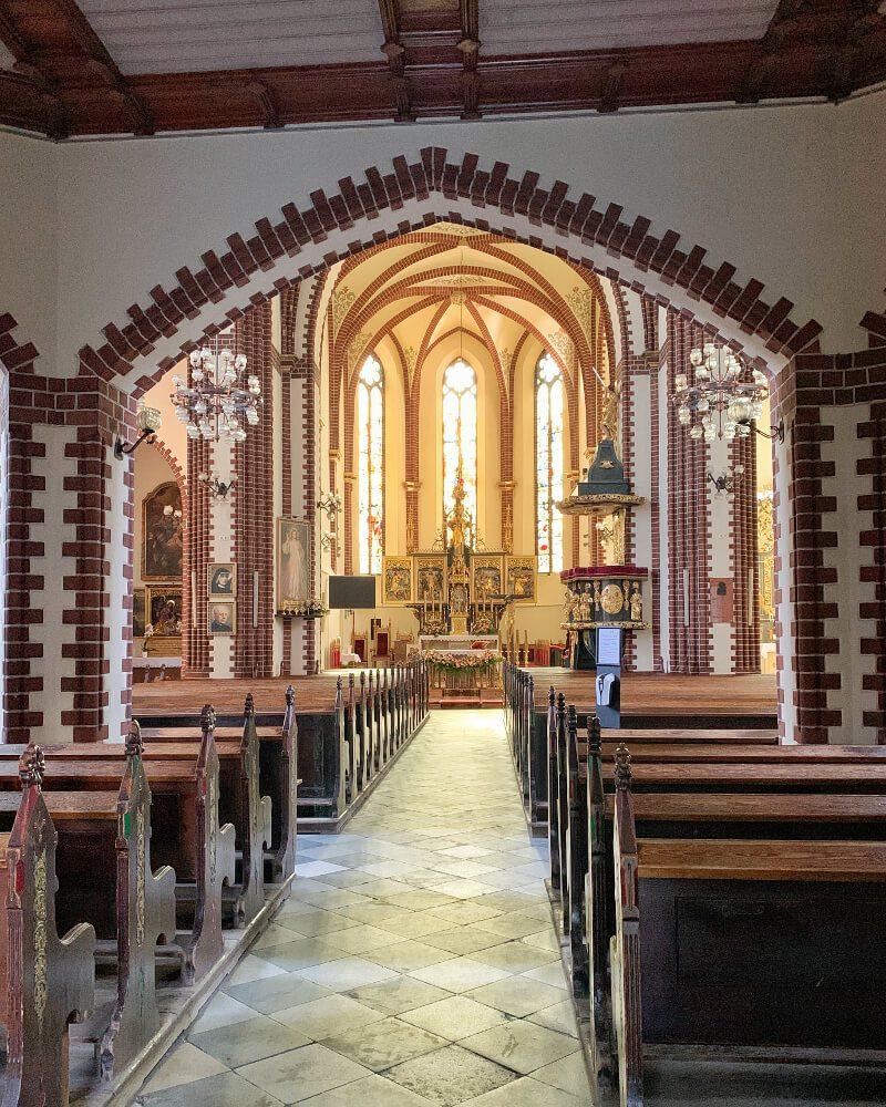 Wnętrze kościół Piotra i Pawła Syców