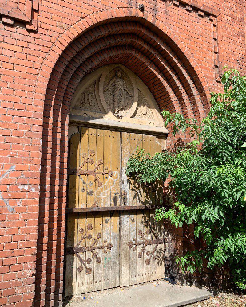 Wejście ruiny kościół ewangelicki Ząbkowice Śląskie co zobaczyć